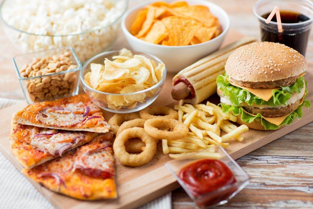 Αποφύγετε το γρήγορο φαγητό καθώς επιδεινώνει το πρόβλημα των αιμορροίδων