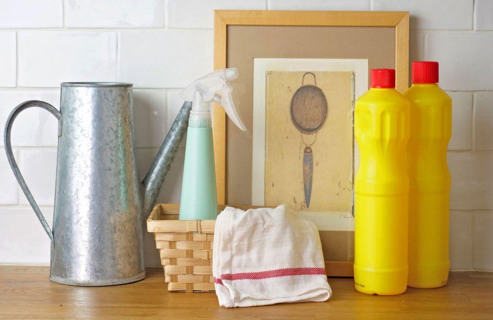 Χλωρίνη στο μπάνιο: Πως μπορώ να την χρησιμοποιήσω για να απομακρύνω την μούχλα; Τι πρέπει να προσέχω με την χλωρίνη;